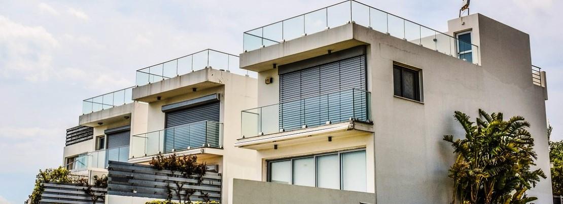 Żaluzje fasadowe czy rolety zewnętrzne?